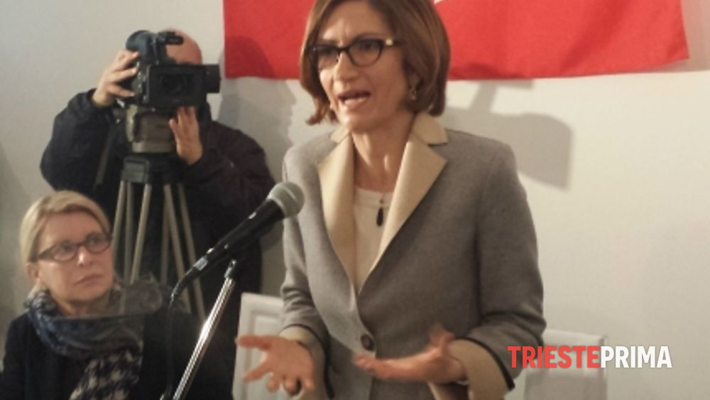 Gelmini inaugura la sede di forza italia a trieste video for Senatori di forza italia
