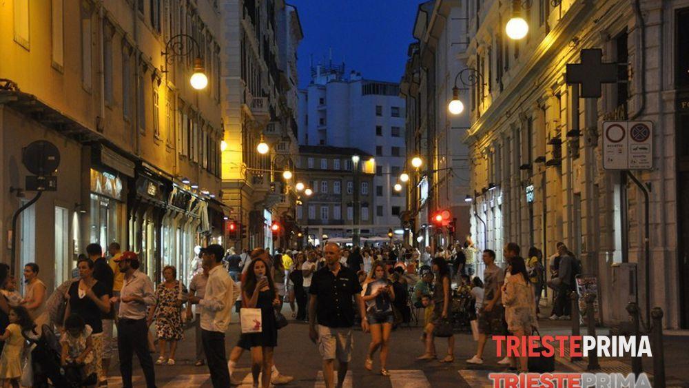 Notte bianca 2015 sabato 23 maggio negozi aperti fino le for Negozi arredamento trieste