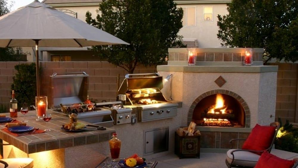 Tavolo Da Giardino Con Barbecue.Grigliate E Amici Come Realizzare Un Perfetto Barbecue Da Giardino
