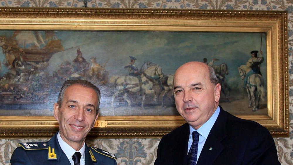 Guardia di finanza generale gerli saluta sindaco dipiazza e lascia il fvg per altro incarico - Contributo regionale fvg prima casa 2017 ...